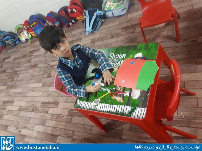 ساخت کاردستی در کلاس خردسالان